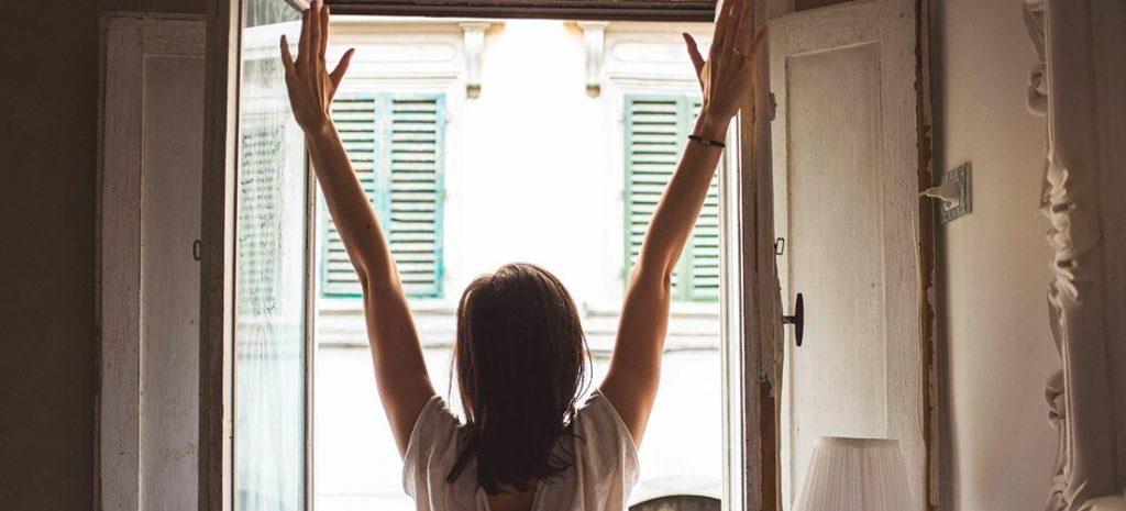 5 estiramientos para hacer nada más levantarte